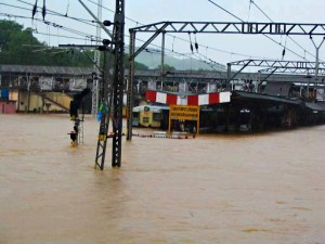 Kalyan Station under water July 2005